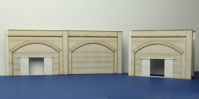 LCC A 00-01 OO gauge brick arch unit with industrial gate