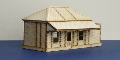 LCC B 00-21 OO gauge GWR station shelter