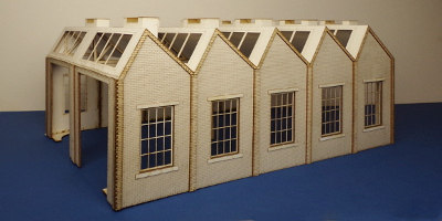 B 70-10 O gauge North light style engine shed