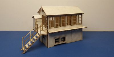 B 70-26L O gauge LNER signal box - left version