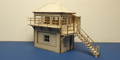 B 70-27R O gauge SR style signal box - right stairs
